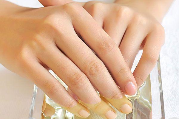 Народні засоби в позбавленні від ламкості нігтів